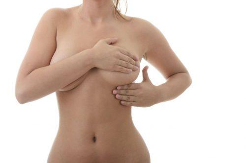 L'association du lifting des seins à une pose de prothèses mammaires