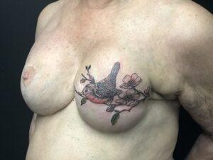 tatouage seins pour cacher les cicatrices